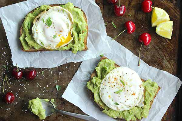 Skinny-Fried-Egg-and-Avo-Toast-Perfect-breakfast